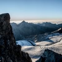 Sombra Allalinhorn sobre Allalingletscher